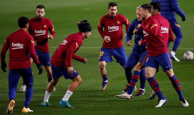 Les joueurs du Barça s'échauffent
