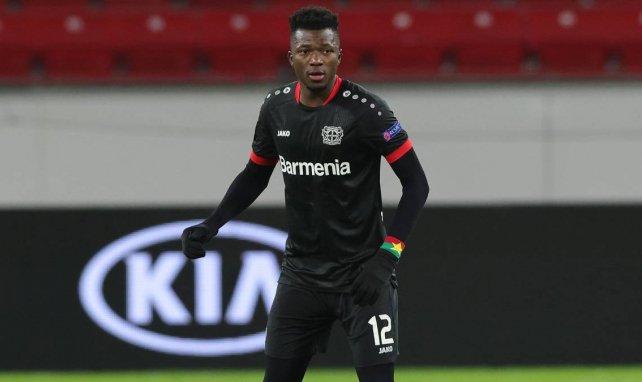 Edmond Tapsoba proposé au Barça?