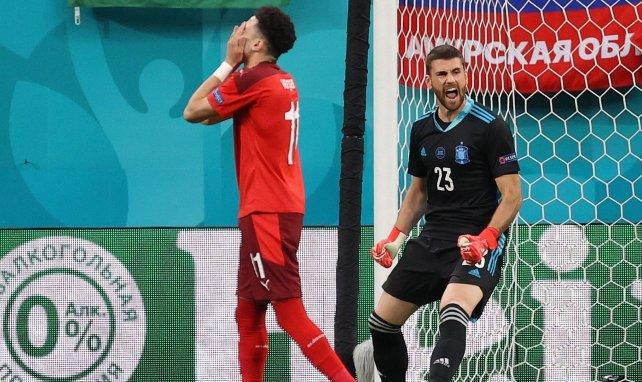 Unai Simon (Espagne) durant la séance de tirs au but contre la Suisse