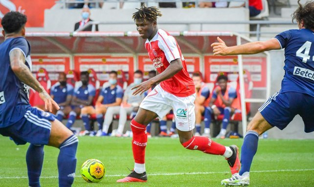 El Bilal Touré en action avec Reims en amical face à Bordeaux