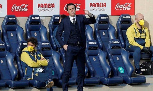 Unai Emery donne ses consignes depuis le banc de Villarreal