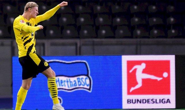 Erling Braut Haaland célèbre un but avec le Borussia Dortmund