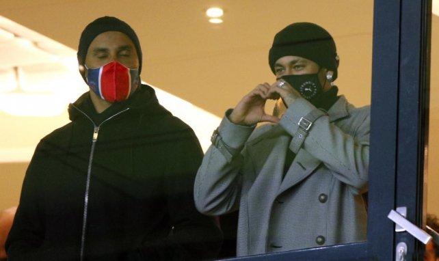 Keylor Navas et Neymar dans les tribunes du Parc des Princes