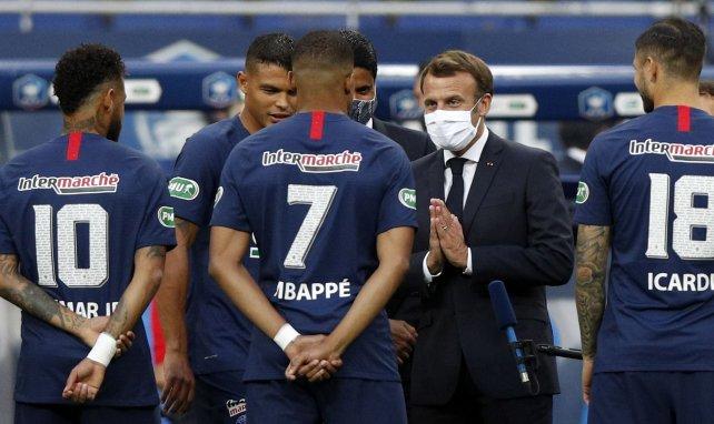 Emmanuel Macron attentif à la situation des droits TV