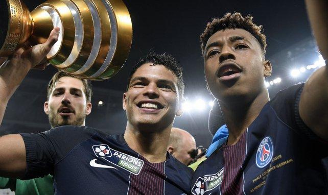 Thiago Silva et Presnel Kimpembe célèbrent une Coupe de la Ligue