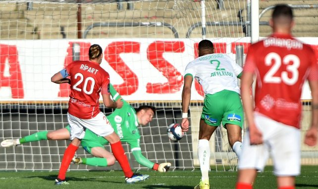 Etienne Green stoppe le penalty de Renaud Ripart