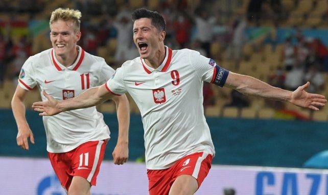 Robert Lewandowski célèbre son but face à l'Espagne lors de l'EURO 2020.