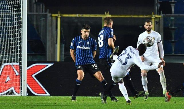 Ferland Mendy, inscrivant le but victorieux du Real Madrid contre l'Atalanta