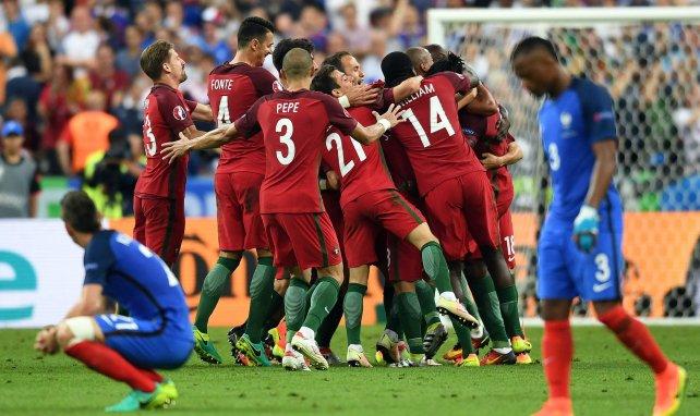 La déceptions des Bleus à côté de la joie des Portugais au Stade de France