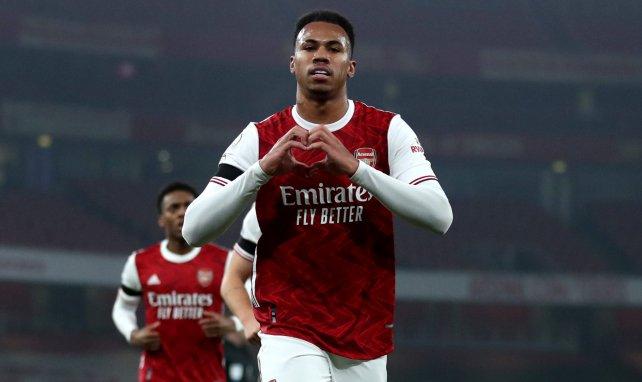 Le défenseur d'Arsenal Gabriel après un but avec Arsenal