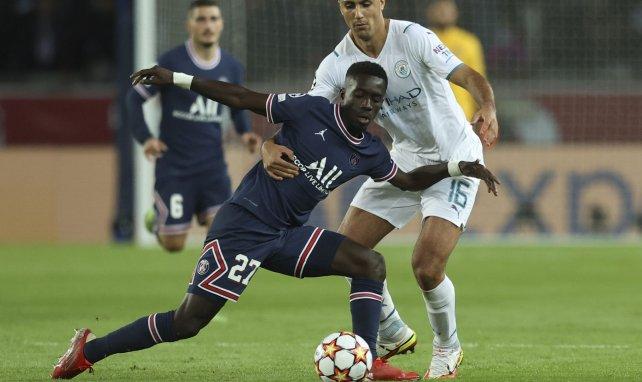 Idrissa Gueye face à Rodri