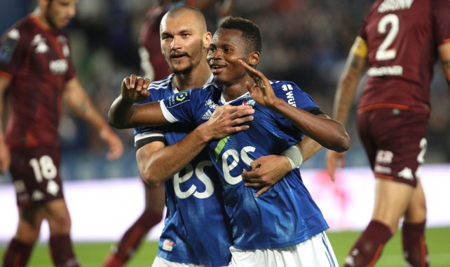 Ligue 1 : Strasbourg assomme Metz dans un derby volcanique