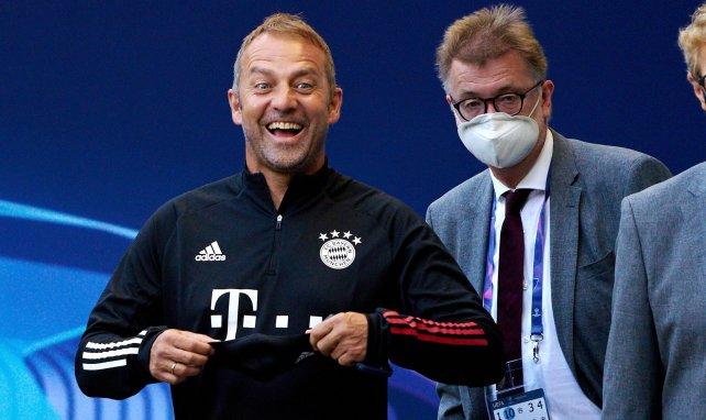 Bayern Munich coach Hans Dieter Flick with Mannschaft