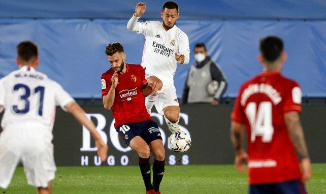 Eden Hazard au duel avec Roberto Torres lors d'un Real-Osasuna