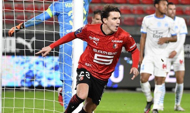 Adrien Hunou célèbre un but marqué contre l'OM