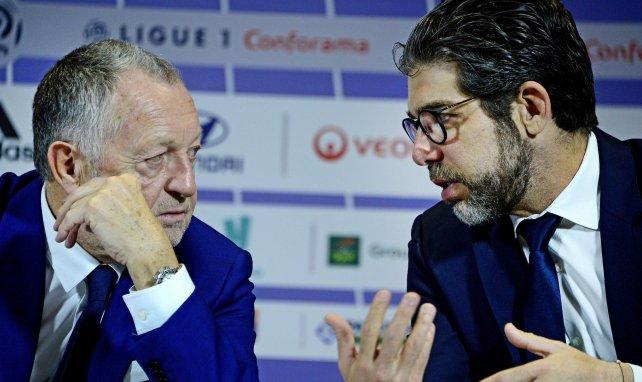 Jean-Michel Aulas et Juninho pendant une conférence de presse