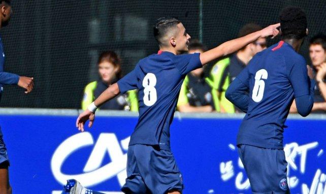 Kays Ruiz célèbre un but avec le PSG en Gambardella