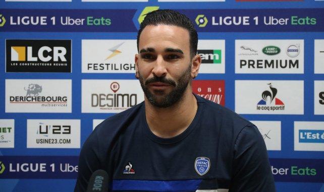 Adil Rami en conférence de presse de présentation sous le maillot de Troyes