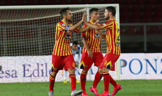 Les joueurs de Lecce se congratulent lors d'un match contre la Sampdoria