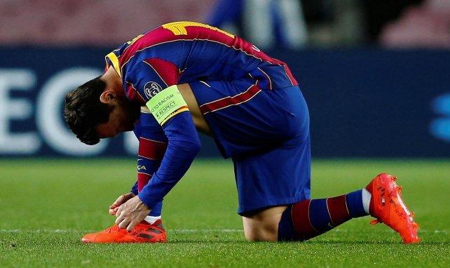 Lionel Messi refait ses lacets
