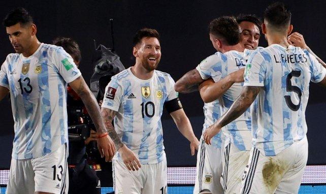 Lionel Messi tout sourire au milieu de ses partenaires argentins