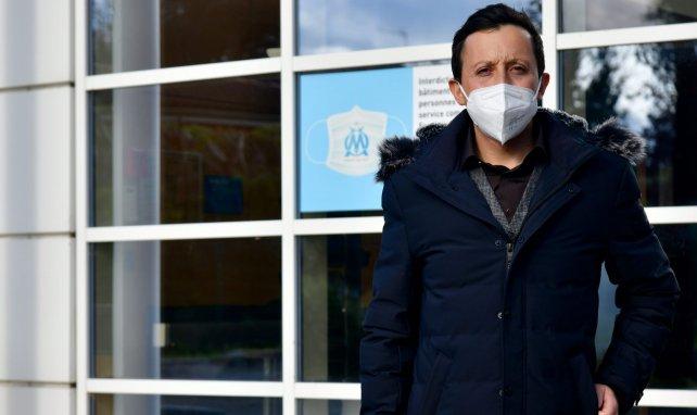 Pablo Longoria devant le centre d'entraînement Robert Louis-Dreyfus