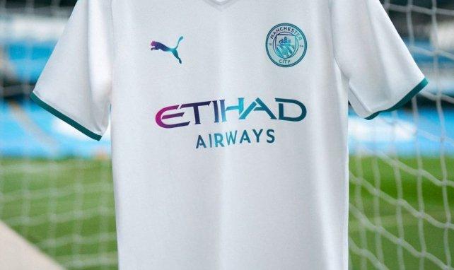 Puma lance le maillot extérieur de Manchester City pour la saison 2021-2022 !