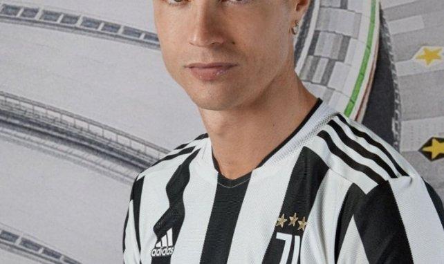 La Juventus dévoile son maillot domicile pour la saison 2021-2022 !