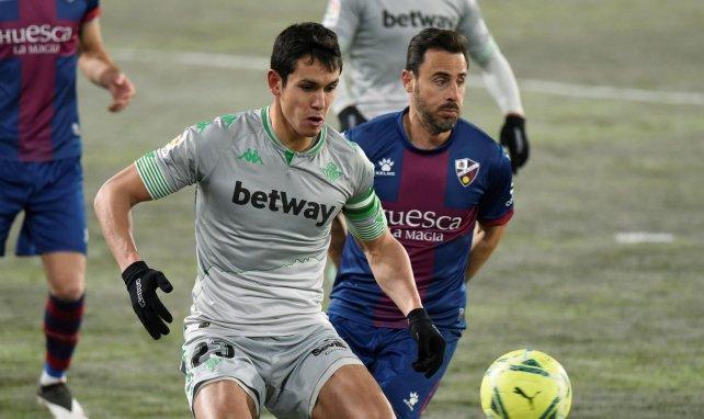 Aïssa Mandi protège son ballon face à Huesca