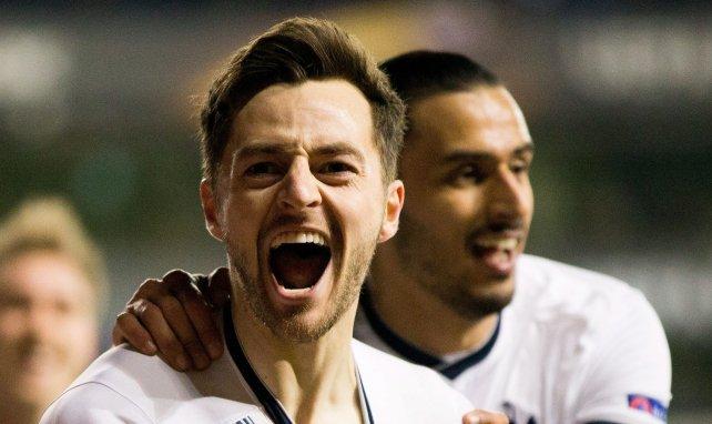 25 février 2016, Ryan Mason fête un but en Ligue Europa avec Nacer Chadli face à la Fiorentina