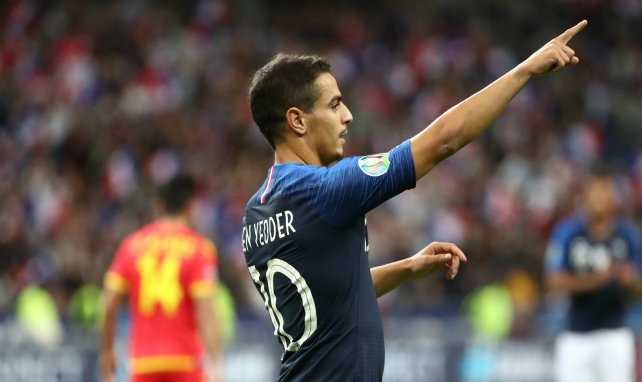 Wissam Ben Yedder célèbre avec l'équipe de France