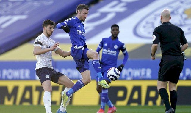 Ruben Dias (Manchester City) au duel avec Jamie Vardy (Leicester)