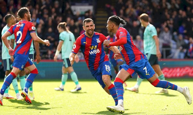 Michael Olise (Crystal Palace) célèbre son but contre Leicester