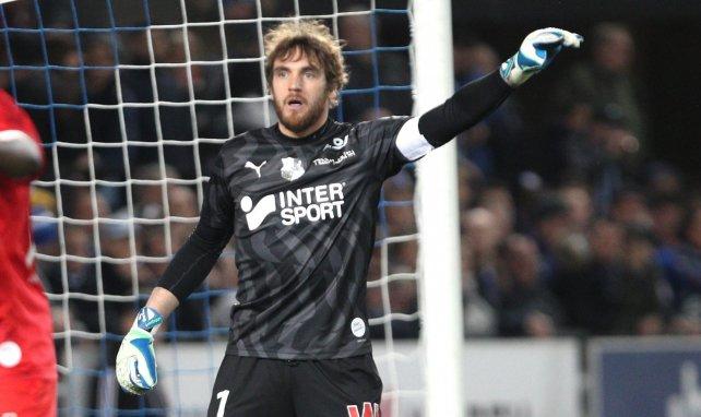Régis Gurtner occupe le but de l'Amiens SC depuis 2015