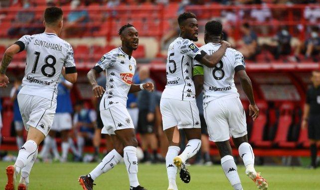 Ismaël Traoré et les joueurs d'Angers célébrant le but