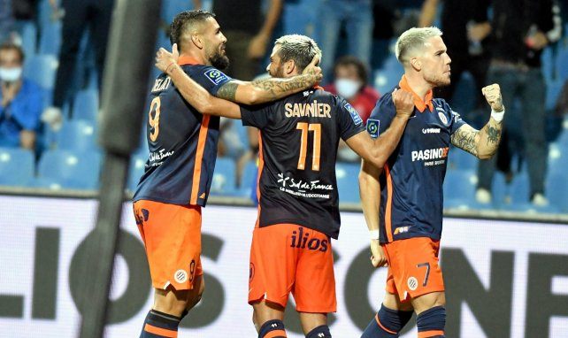 Téji Savanier et Andy Delort célèbrent un but avec Montpellier