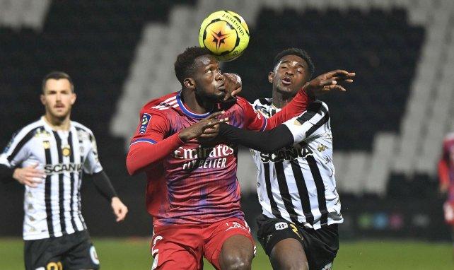 Sinaly Diomandé (Olympique Lyonnais) au duel avec Mohamed-Ali Cho (SCO Angers)