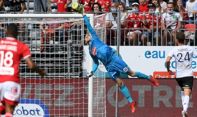 PSG-SCO : Paul Bernardoni a «les boules»