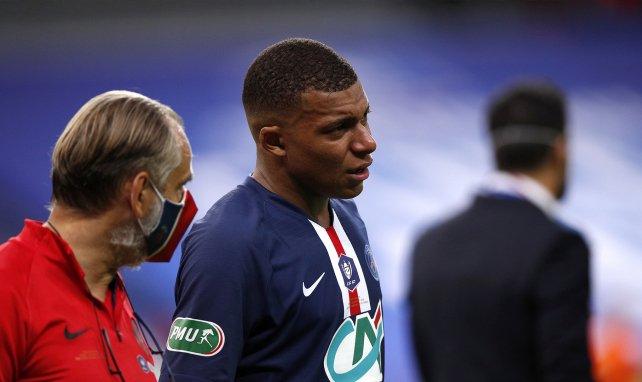 Le PSG communique sur les blessures de Mbappé, Verratti... et Kurzawa !