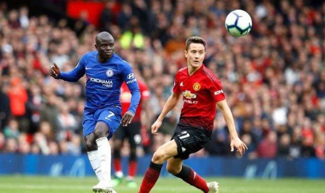 Ander Herrera et N'Golo Kanté lors de la rencontre entre Chelsea et Manchester United en Premier League