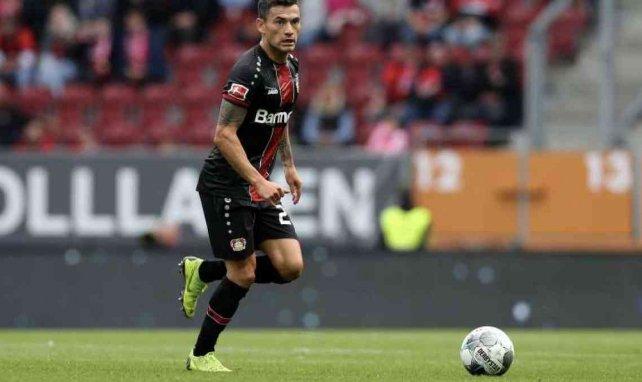 Charles Aranguiz lors du match entre le Bayer Leverkusen et Augsbourg