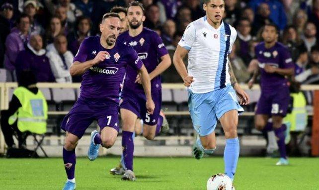 Franck Ribéry au duel avec Carlos Joaquin Correa lors de Fiorentina-Lazio