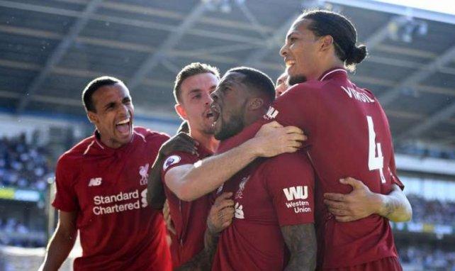 Georginio Wijnaldum, premier buteur de Liverpool face à Cardiff City, est félicité