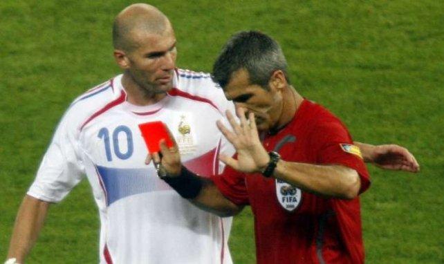 Horacio Elizondo et Zinedine Zidane quelques secondes après le coup de boule du Français