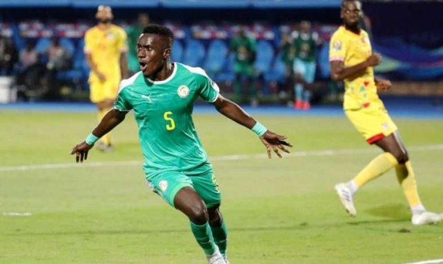 Idrissa Gueye actuellement à la CAN avec le Sénégal, est encore courtisé par le PSG