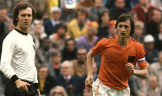 Johan Cruyff, à droite, s'est éteint