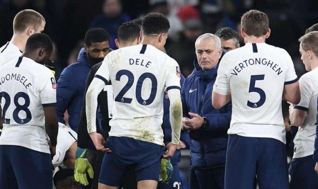 José Mourinho et ses joueurs avant la séance de tirs au but face à Norwich City