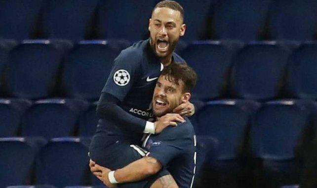 Juan Bernat, ici félicité par Neymar contre le BvB, brille très souvent en Ligue des Champions