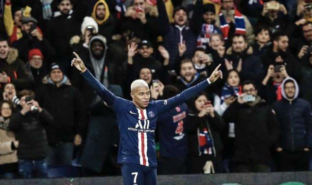 Kylian Mbappé célèbre un but inscrit face à Amiens