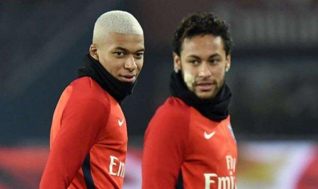 Kylian Mbappé et Neymar lors d'un échauffement du PSG